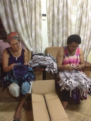 fiji_oct_2014_sorters_with_donated_glassses_t.jpg